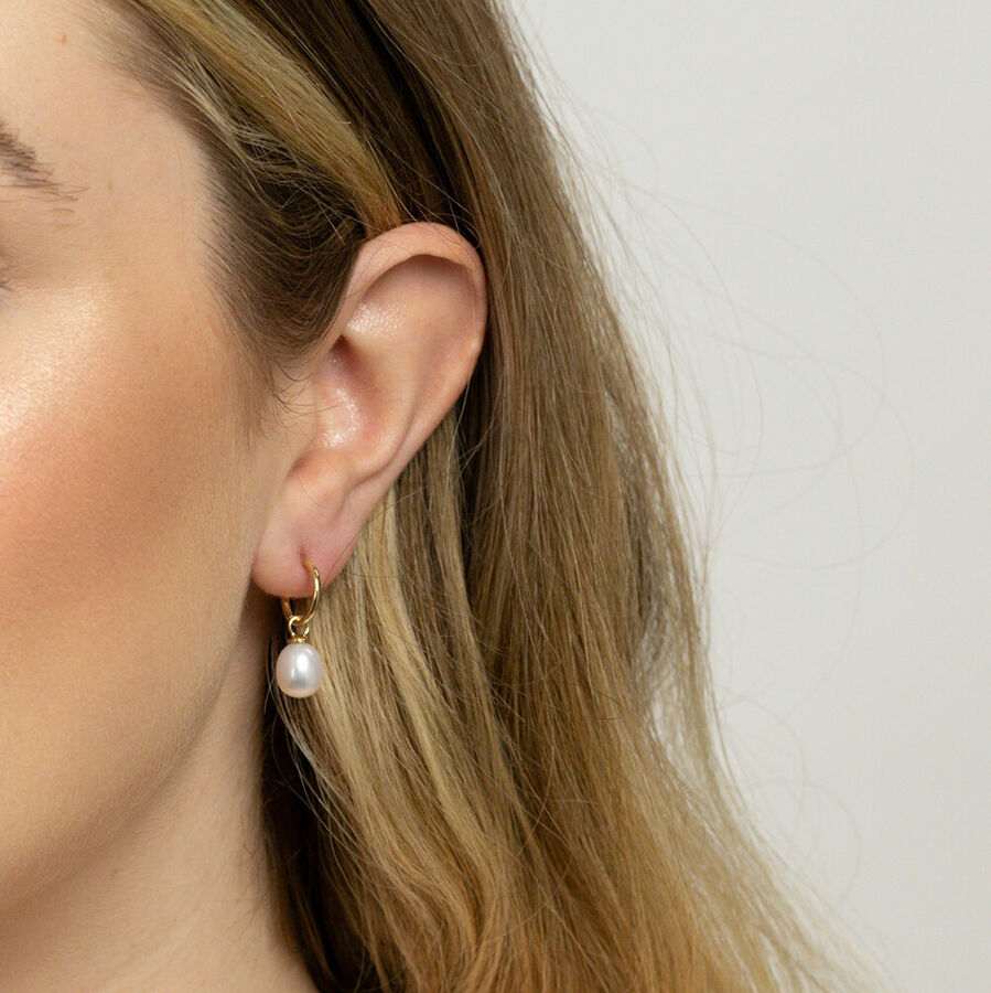 Hoop Earrings with Cultured Freshwater Pearls in 10ct Yellow Gold