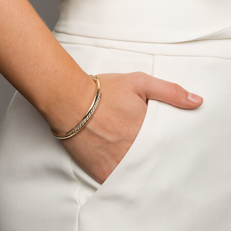 Hinged Bangle with 1 1/2 Carat TW of Diamonds in 10ct Yellow Gold