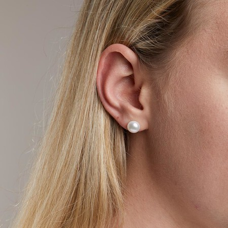 Stud Earrings with Freshwater Pearls in Sterling Silver