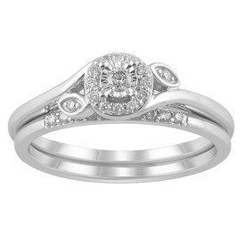 Bridal Set with 0.20 Carat TW of Diamonds in 14ct White Gold