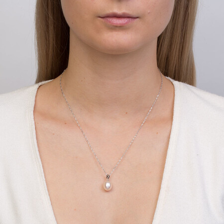 Pendant with a Cultured Freshwater Pearl in Sterling Silver