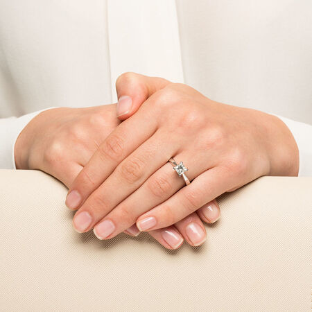 Certified Solitaire Engagement Ring with a 1 Carat TW Diamond in 18ct White Gold