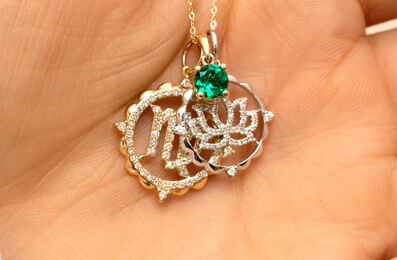 Create your personal jewellery look with symbolic and meaningful pendants.